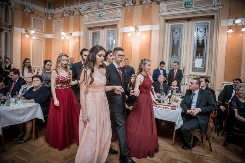 6b7eda608b5e Dne 9. února 2019 se v reprezentačních prostorách Městského domu v Přerově  konal stužkovací ples třídy 4. EL. Ples byl zahájen projevem ředitelky  školy Ing. ...